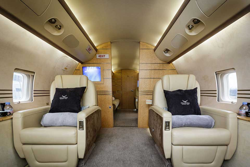 Bombardier Challenger 850 interior cabin leather seats