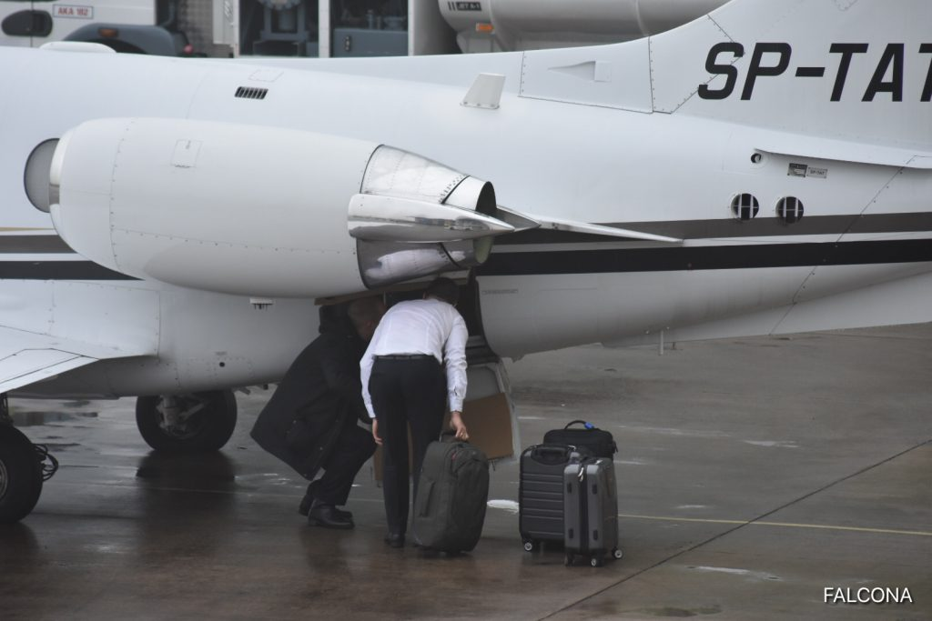 HAWKER 400XP LUGGAGE