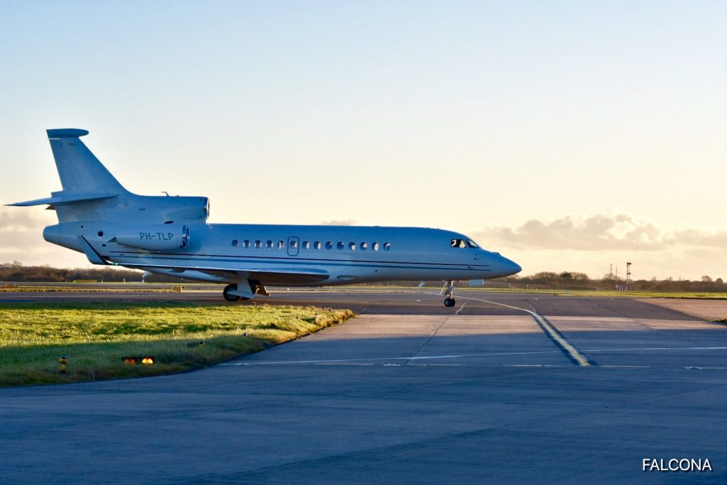 falcon 7x private jet manchester airport