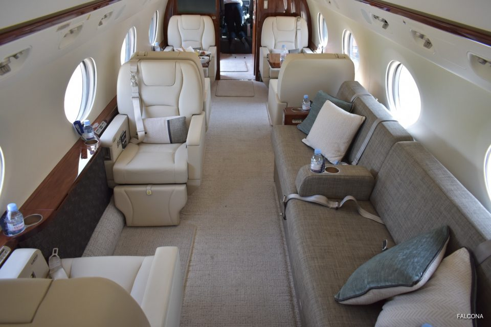Gulfstrean G450 cabin leather seats and divan