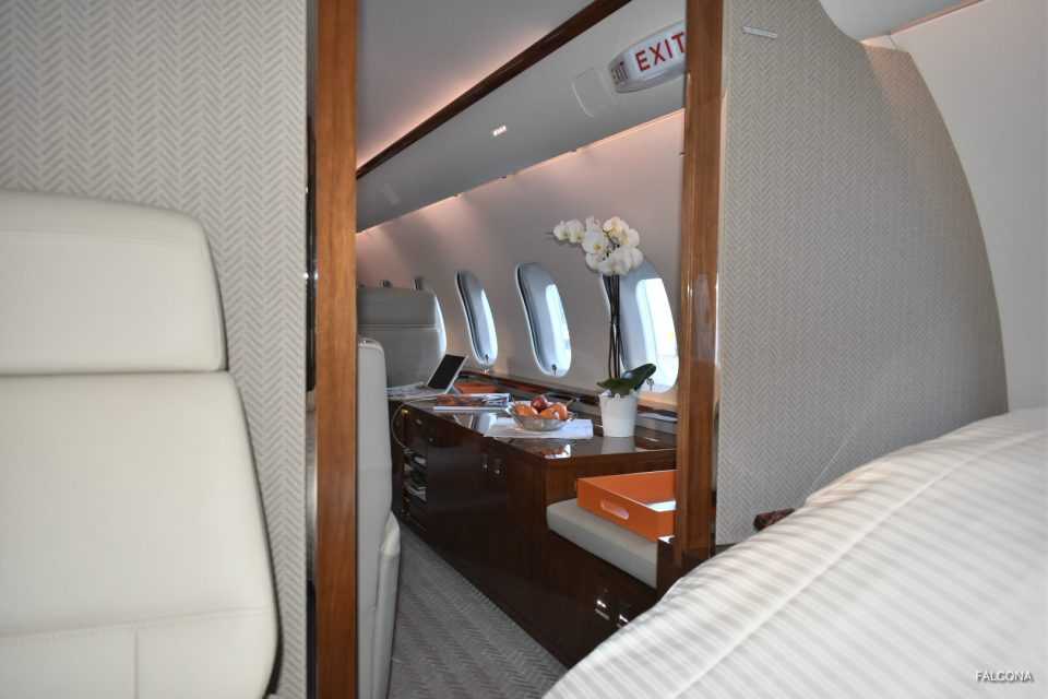 Bombardier Global 5000 cabin seats and bed