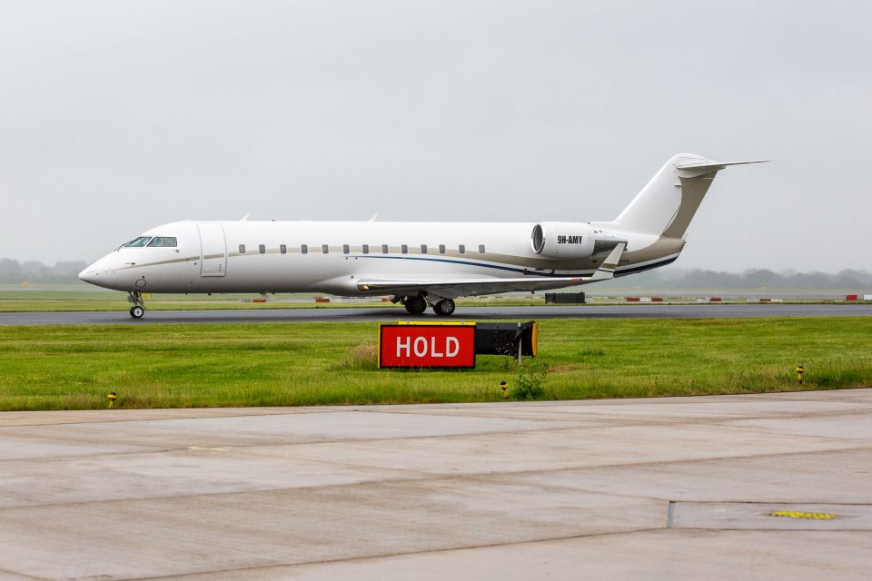 Bombardier Challenger 850 departing manchester airport