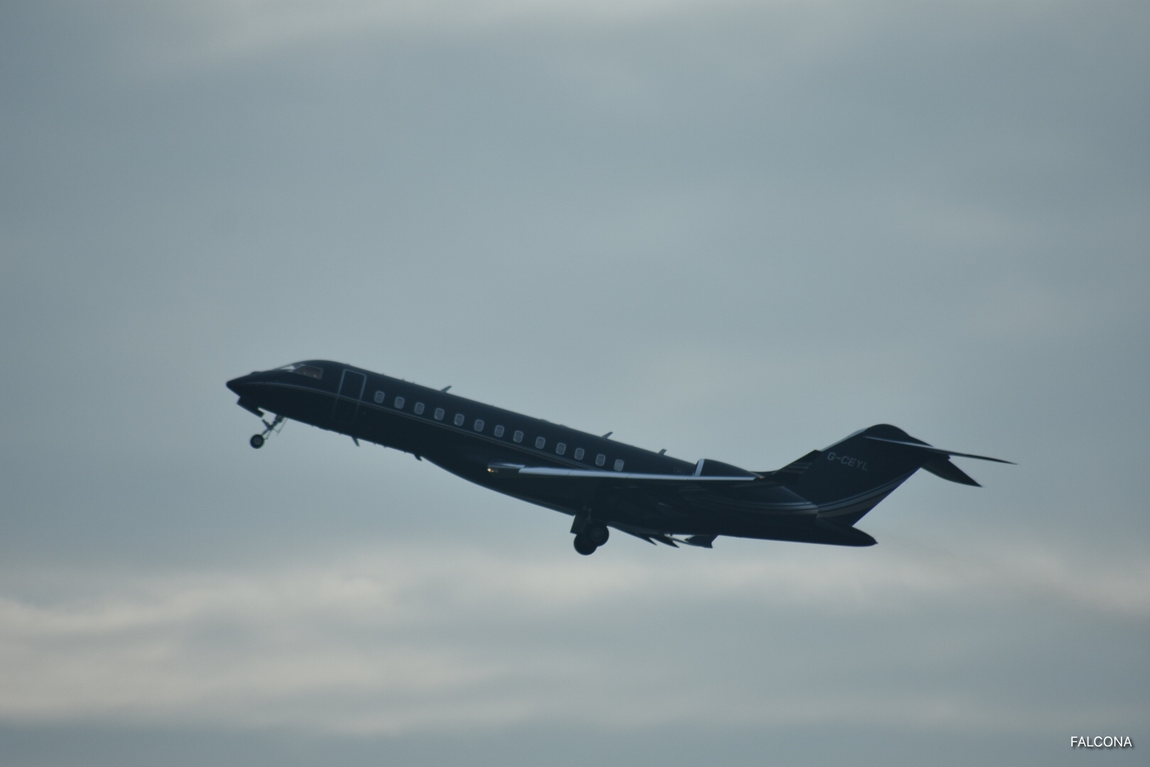 global express xrs take off manchester airport