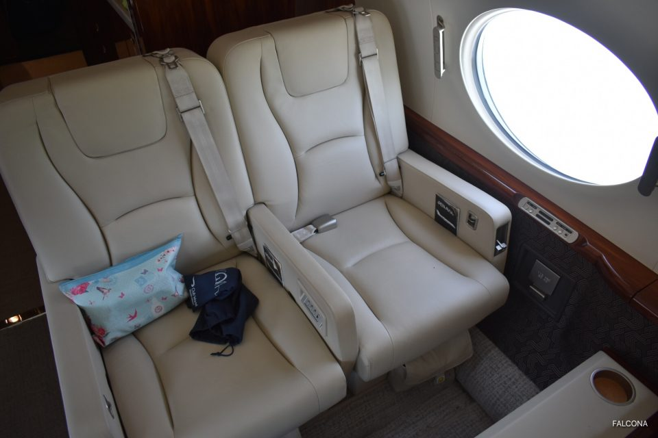 Gulfstrean G450 cabin leather seats
