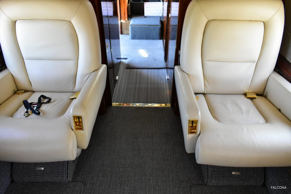 GULFSTREAM GIV-SP FRONT SEATS