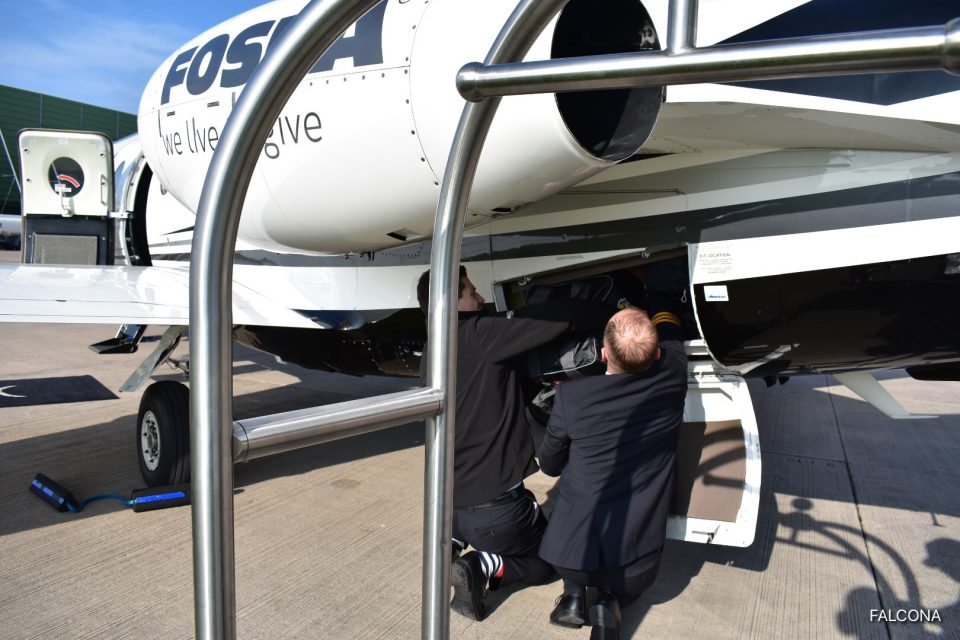 LOADING SUITCASES ONTO PRIVATE JET Nextant 400XTI