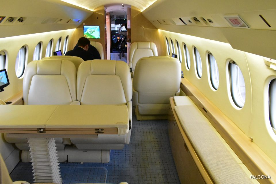 INTERIOR FALCON 900C PRIVATE JET
