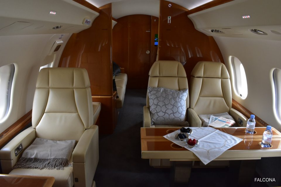 Bombardier Global 6000 mid zone catering leather seats