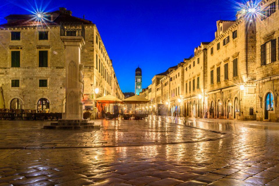 Dubrovnik street at night